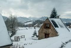 Cominac (Ariège) (PierreG_09) Tags: ariège pyrénées pirineos couserans ercé cominac hiver neige montagne grange cabane redan pasdoiseau pasdemoineaux pignon pignonàredent