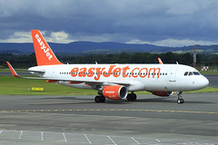 G-EZWL EasyJet Airbus A320-214(WL) at Glasgow on 10 July 2017 (Zone 49 Photography) Tags: gla glasgow egpf scotland u2 ezy easyjet abbotsinch airbus a320 320 200 214 wl gezwl