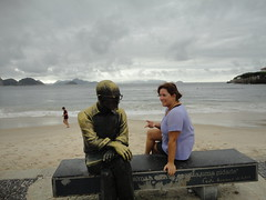 RIO DE JANEIRO - Carlos Drummond (sileneandrade10) Tags: sileneandrade riodejaneiro rio estátua landscape turismo sculpture viagem city cidade copacabana carlosdrummond
