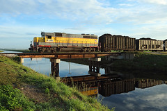 505, South Bay, 23 Nov 2017 (Mr Joseph Bloggs) Tags: 505 south bay clewiston bryant florida ussc united states sugar corporation scfe central express america train treno freight cargo merci sugarcane bridge canal hillsborough gm general motors emd electro motive division reflection gp402 emdgp402 emdgp40