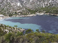 calanque de sormiou (20161006_120903_DxO) (jmlpyt) Tags: creeks marseille tree pleasure boat blackcurrant french culture cultures travel destination water environment europe cliff france horizontal coastline sunlight mediterranean sea nature panoramic landscape seascape scenics photography beach outdoors natural south summer calanques bateaudeplaisance cassis côtedazur eau environnement littoral merméditerranée panoramique paysagemarin photographie prisedevueenextérieur provencealpescôtedazur sitenaturel stationdevacances sud