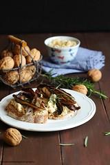 Crostoni di pane con hummus e radicchio grigliato (Giovanna-la cuoca eclettica) Tags: verdure veg vegetables vegano legumi hummus stilllife food healthy healthyfood