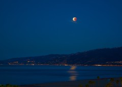 Super Blue Blood Moon 1.31.18 (Kramskorner) Tags: super blue blood moon landscape moonset malibu santa monica california reflection beach pacific dawn sky red lunar eclipse sony a7ii 24240mm