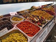 NASCHMARKT: VIENNA'S LARGEST OUTDOOR MARKET (Aly D.) Tags: viena wien vienna austria piata market mancare food lebensmittel masline olive oliv