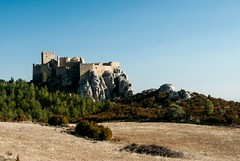 Château de Loarre (Aragon/Espagne) (PierreG_09) Tags: loarre aragon espagne eu spain españa château forteresse parapente