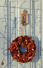 Wreath (PJ Swan) Tags: wreath scotland culross christmas festive red