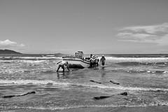 Brasilien 2017-18 Itapirubà Fischer 7 (rainerneumann831) Tags: brasilien itapirubà strand meer fischer boot bw blackwhite blackandwhite ©rainerneumann