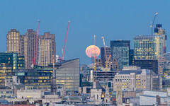 Super Moon in London (aquanandy) Tags: supermoon london moon lunar redmoon evening moonrise cityscapes londra 31january2018 nikond7000 nikonflickraward tamron70200 tamronuk flickr explore xplore thisphotorocks flickrlondon nikonflikraward nikoneurope