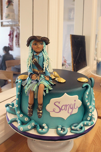 Descendants Figurine Cake