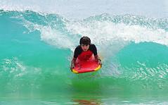 Sobre la ola (El Manco) Tags: sony a6000 fotodioxpro canon55210mm summer verano sea mar ocean verde wave ola bodyboard