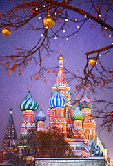 Saint Basil's cathedral - Moscow (Frédéric Lefebvre - Landscape photography) Tags: international landmark old town famous place heritage moscow travel city tourism cityscape blue architecture red square russian federation russia saint basils cathedral church beautiful light hour xmas christmas snow purple dusk dawn decoration seasons greatings colorful