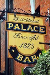 Palace Bar (NottsExMiner) Tags: leinster dublin templebar republicofireland roi pub sign brewery local inn hotel traditionalandnotsotraditionalukpubsigns ukpubsigns pubsigns oldnewpubsandsigns canoneos7d sigma70200mmf28apodghsm newyear