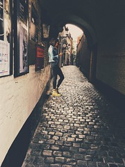 Down in the alley... (erlingraahede) Tags: moodygrams morning moody snap belgium vsco vscofilm iphoneonly people street alley brussels