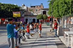 Juvenile fanfare (Chemose) Tags: mexico mexique square place fanfare mitla oaxaca musique music hdr canon eos 7d mars march