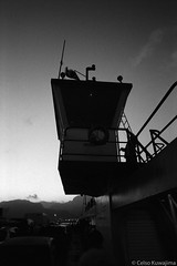 Balsa de Ilhabela (Celso Kuwajima) Tags: epsonv800 silverfastai landscape boat ferry leicam4 leicasuperangulon13421mm analogphotography 20171134 ilforddelta400 bw sãopaulo brazil br