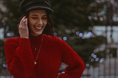 Irene (TheJennire) Tags: photography fotografia foto photo canon camera camara colours colores cores light luz young tumblr indie teen people red redjumper sweater winter cold 2018 london england model fashion cozy hat smile happy fun bokeh holidays uk europe makeup outfit ootd 50mm