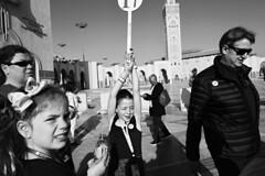 0xA1 (0x FF) Tags: 0xff street candid kinder children casablanca touristen tourists moschee mosque hassan2mosque minarett konkurrenz tragenderolle hochheben