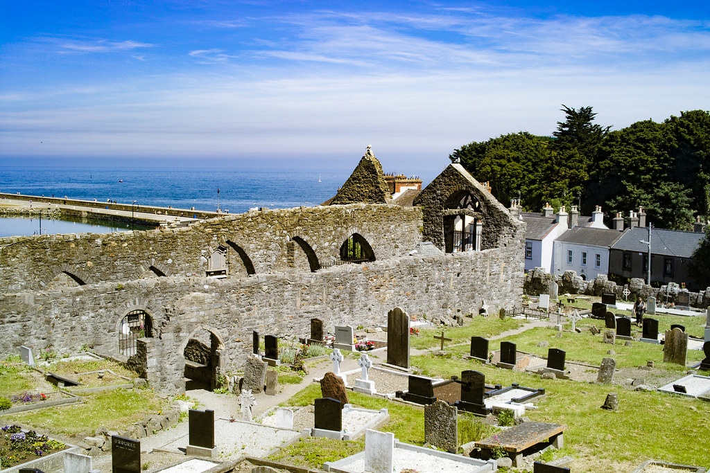 BACK IN JANUARY 2009 I VISITED THE OLD GRAVEYARD IN HOWTH [I HAD TO LEAVE BECAUSE I WAS ATTACKED BY GULLS]-135908