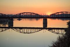 Puente-de-hierro_DSC7565-SNS2 (kanzer16) Tags: sony tokina sonya7r tokinaatxmacro90mmf25 ilce7r naturallight urbanlandscape sunset color water river paisajerurbano luznatural agua rio bridge puente