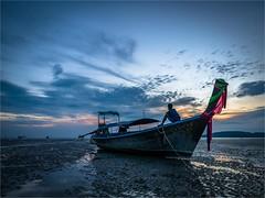 Nopharathara Beach - Ao Nang - Krabi - Thailand (alphachim) Tags: aonang krabi thailand panasonic1260 panasonicg70 lumix1260 sunset sonnenuntergang meer andamanensee ebbe longtailboat sea outdoor