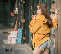 Seductive (tuanlinh1103) Tags: girl sexy preset retouch blend vintage streetlife street portrait fashion winter tone color cold cafe vietnam hanoi photography wow