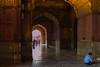 Mezquita de Delhi (Josep Prats) Tags: delhi india jama masjid mezquita portico gente