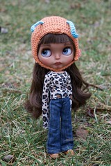 Pippa Outside (Chassy Cat) Tags: chassyknits helmet bee pineappleprincess pineapple princess blythe tan takara custom customized chassycat doll translucent victoriafox