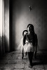 Ale (Fiore Cs) Tags: ritratto portrait muro wall luce light finestra window modella model beauty sedia chair barefoot capelli hair occhi eyes ragazza girl