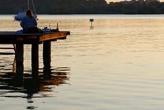 (Px4u by Team Cu29) Tags: steg wasser ammersee see ausruhen entspannen wein weinglas weinflasche spiegelung wasserflasche boot segelboot dämmerung sonnenuntergang