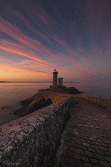 The last guardian (Traezh) Tags: petitminou phare lighthouse aube morning matin dawn finistère bretagne breizh brittany brest france plouzané chemin pavés pavage path pont light littoral sea seascape mer rade pink rivage rose