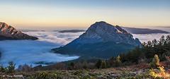 Por encima de las nubes (Jabi Artaraz) Tags: jabiartaraz montaña niebla nature parque parquenaturaldeurkiola urkiola untzilaitz
