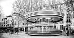 le manêge enchanté d'Aix en Provence (Antares 117) Tags: street rue ville city vitesse scènedevie people aix en provence marseille photoartistique noiretblanc black white bw canon