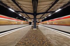 Schmalenbeck (Lilongwe2007) Tags: hamburger hochbahn schmalenbeck bahnhof ubahn züge eisenbahn öpnv strichspuren fahrzeuge verkehr symmetrie deutschland