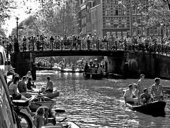 IMG_1902-2 (petercan2008) Tags: queen´s day party national festdia reina fiesta nacional orange amsterdam canal gente holanda nederland
