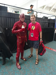 Posing with the Flash (Sconderson Cosplay) Tags: comic con san diego sdcc 2016 flash cosplay