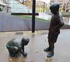 Burgos Escultura estatuas de dos niños jugando a las canicas (Rafael Gomez - http://micamara.es) Tags: burgos escultura estatuas de dos niños jugando las canicas en la calle moderna contemporanea metal bronce hierro arte urbano cotidiano homenaje