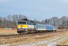 Liberecká záloha by Sadloň Richard - 754.048-7 v čele R 1166 z Liberce do Ústí nad Labem sa blíži k zastávke Vlčí Důl- Dobranov.