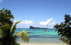 Coin De Mire (click100) Tags: canon7d 24105mm seaside sea scenery sun sunnyday bain boeuf