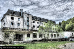16h08 (Mathieu Muller) Tags: urbex sale dirty abandonné abandoned ruins ruined ruines friche hdr fusion ciel sky clouds cloudy nuages nuageux wwwmathieumullercom tonemapping mathieumuller