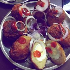 "Mom's treat, its been years i had this ""Egg Kofta"", garnished with onion and ketchup a typical Saturday 6.30 pm nashta. Chef: Mom PC: @jumidhunu Other contributors: @parthabarman & @sidpraz #food #foodie #foodiesofinstagram #yummy #delhigram #instaclick # (sidpraz) Tags: winters picture buzzfeedfood delhite delhi photography delhigram instaclick foodiesofinstagram onion egg ketchup instagram family food instamom kofta familyphotography saturday foodie foodporn happymoments yummy"