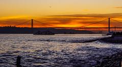 Lisbon Sunset (21/365) (Walimai.photo) Tags: lisbon lisboa sunset puesta de sol river tajo tejo río puente bridge lx5 panasonic lumix sky cielo golden dorado naranja orange water agua
