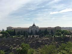 Academia de Infantería (Toledo) (MarisaTárraga) Tags: españa spain toledo academiainfantería naturaleza nature cielo heaven arbol tree iphone6s