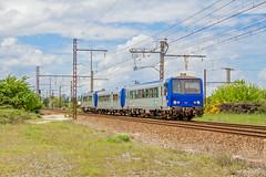 09 mai 2012  x 2223  Train 865706 Bordeaux -> Sarlat  St Loubès (33) (Anthony Q) Tags: 09 mai 2012 x 2223 train 865706 bordeaux sarlat st loubès 33 x2223 x2200 xr aquitaine ter sncf ferroviaire gironde