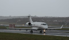 BC 350 CS-CHF (douglasconnery) Tags: grey light cschf bombadier challenger 350 netjets prestwick taxiing