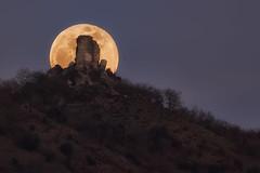 Castillo de Gebara (Alfredo.Ruiz) Tags: canon eos6d 70300 alava gebara luna llena castillo torre