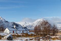 Blackrock Cottage (Glencoe, Scotland) (Renate van den Boom) Tags: 02febuari 2018 architectuur bergen boom europa glencoe grootbrittannië huis jaar landschap maand natuur renatevandenboom rots schotland seizoenen winter