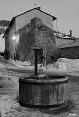 Fontaine photographiée en fin de journée à Abriès (Missfujii) Tags: