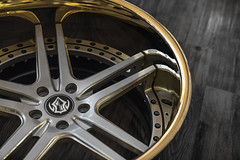 Concave VR03 | Gloss Magnum Black / 24K Gold Lips