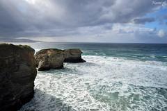 (Noemí pl.) Tags: mar agua playa playadelascatedrales rocas piedra cielo azul nubes airelibre ribadeo galicia belleza nature naturalea paisaje