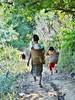Fetching water <> Marcher vers le puis. (France-♥) Tags: 1002 woman femme kid enfant basket thailande fetchingwater path sentier deux two tribe lahu marcher walk kengtungvillage